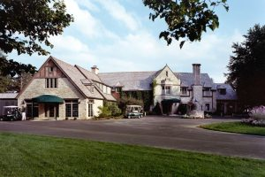 Bishop's-Bay-Country-Club_Exterior-2_Golf-Country-Clubs_Hospitality_ZAStudios